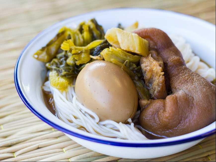 ขนมจีนไข่พะโล้