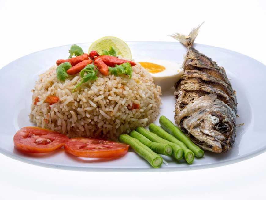 ข้าวผัดปลาทูน้ำพริกกะปิ