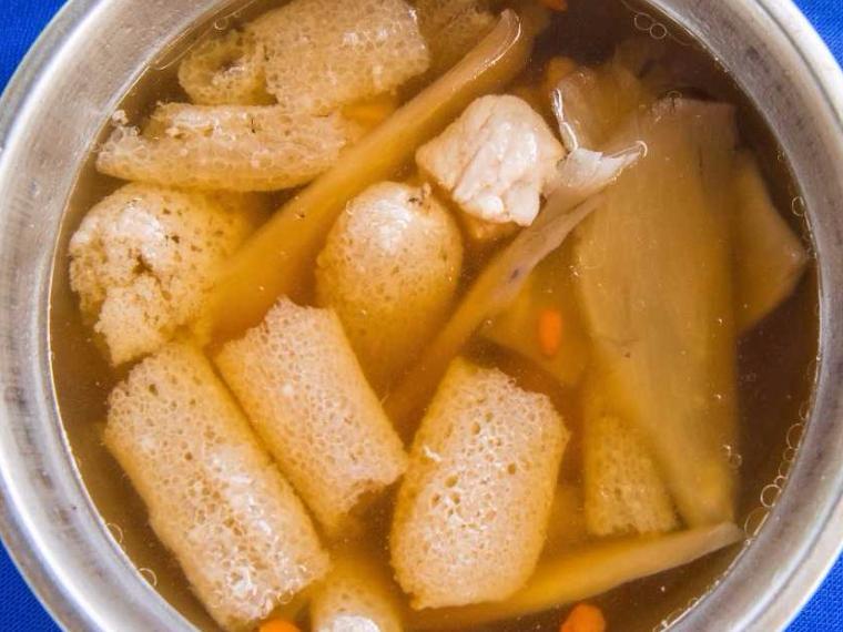 ซุปเยื่อไผ่ซี่โครงหมูตุ๋นยาจีน