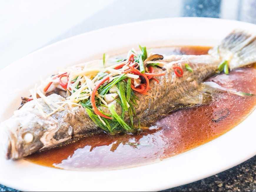 ปลากะพงต้มซอสขิง