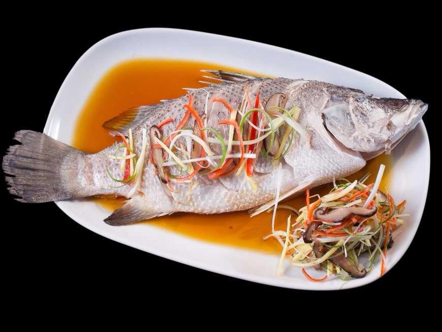 ปลากะพงนึ่งขิง