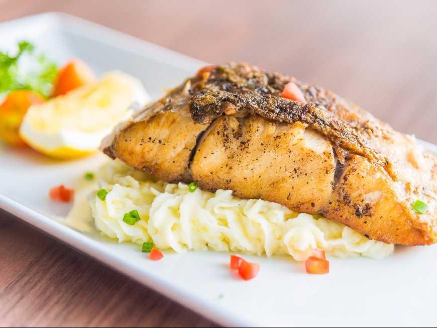 ปลาแซลมอนย่างสเต็ก
