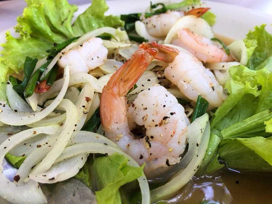 ผัดกุ้งพริกไทยดำ