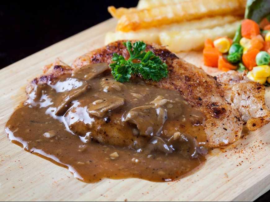 สเต็กหมูราดซอสพริกไทยดำ