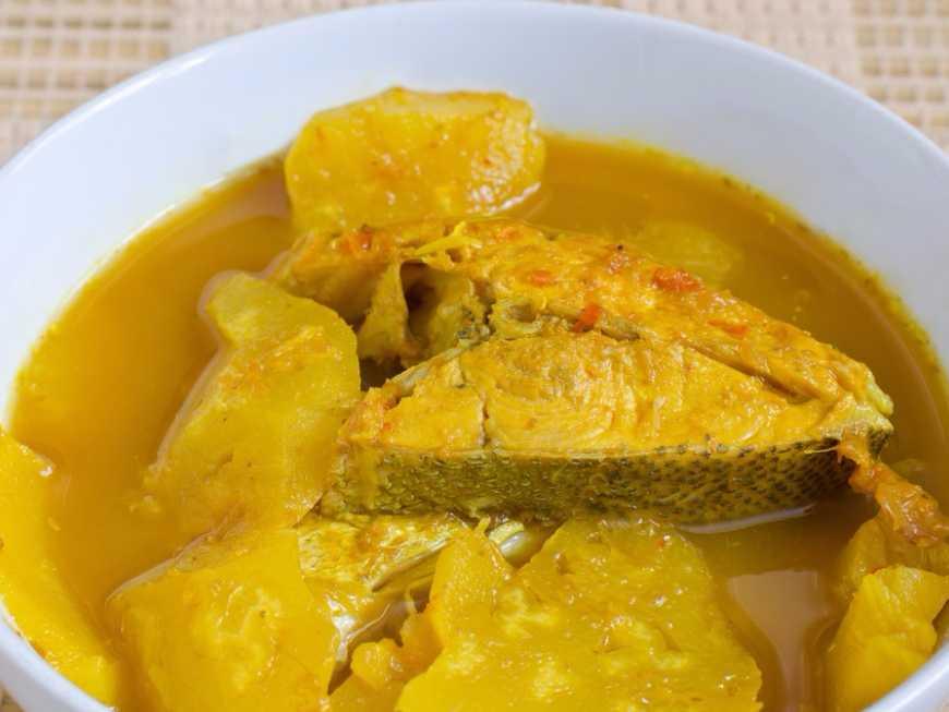 แกงเหลืองปลากระพงสับปะรด