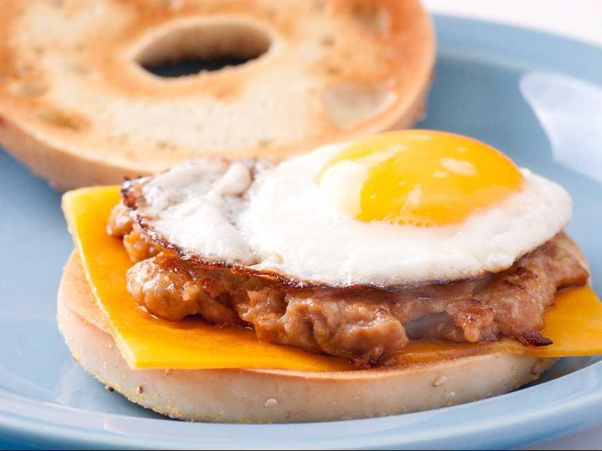 แซนด์วิชหมูทอดไข่ดาว