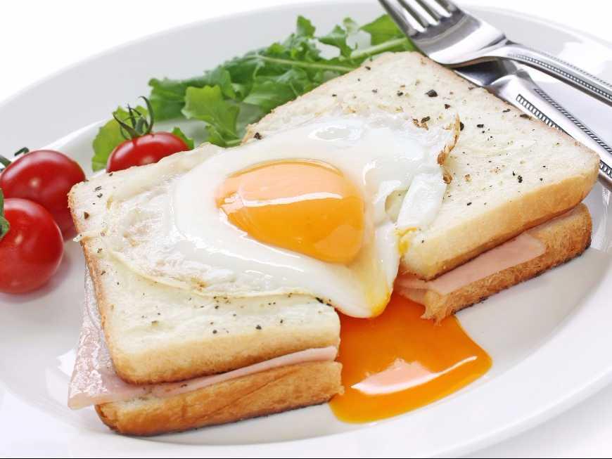 แซนด์วิชแฮมไข่ดาว