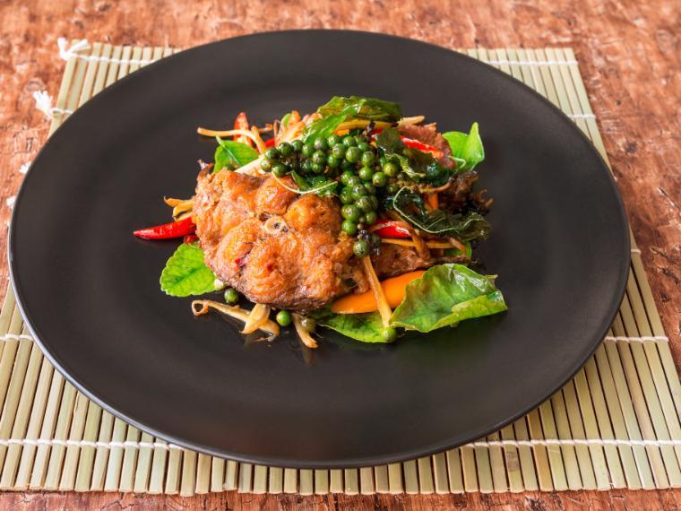 ปลาดุกผัดพริกไทยดำ